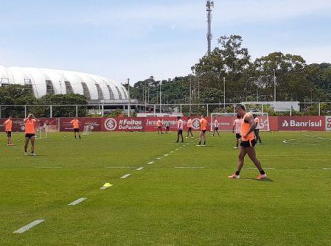 Sem D'Alessandro, Zé Ricardo testa formação de meio-campo e tem treino com presença de 'bandeirinha'
