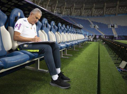 """O técnico Tite reconhece que ele e a Seleção Brasileira estão tentando """"se reinventar"""""""