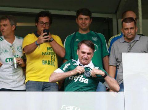 Presidente Bolsonaro revela convite do técnico Renato Portaluppi para assistir partida na Arena Palmeiras