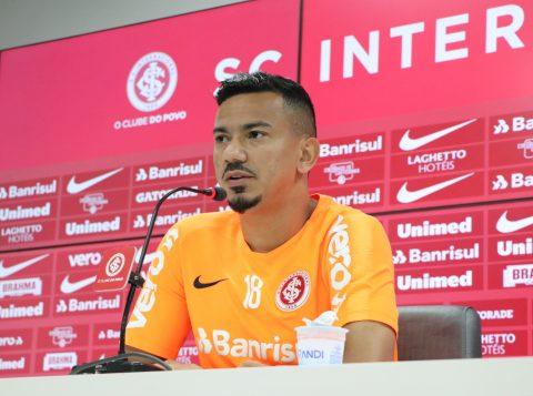 """Volante do Inter, Rodrigo Lindoso classifica enfrentamento contra o Corinthians como """"jogo-chave"""""""