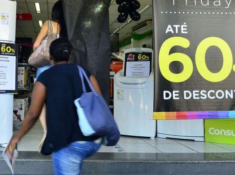 """O Procon de Porto Alegre já monitora os preços de produtos para a """"Black Friday"""""""