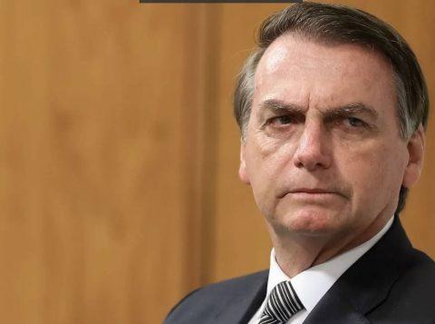 Bolsonaro assina ficha de desfiliação do PSL