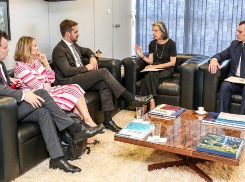 Governador gaúcho e a ministra do Supremo Cármen Lúcia se reúnem em Brasília