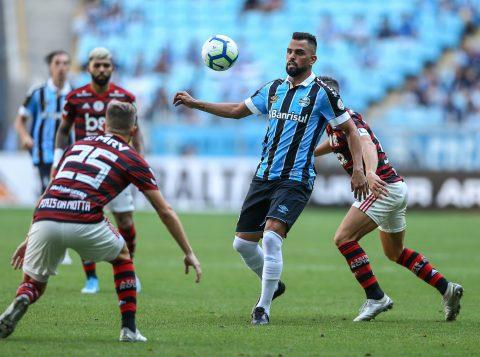 Em jogo com lance polêmico, o Grêmio perdeu por 1 a 0 para o Flamengo no Brasileiro