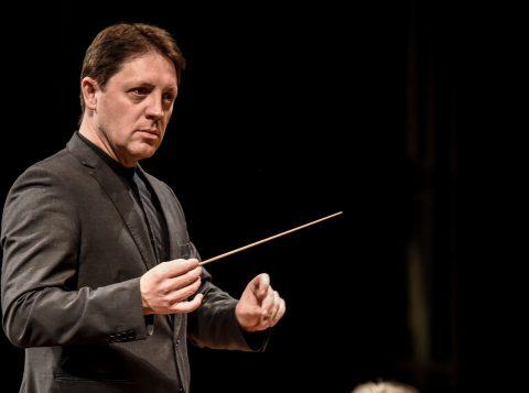 Concerto com a Orquestra de Câmara Theatro São Pedro e o pianista Max Uriarte