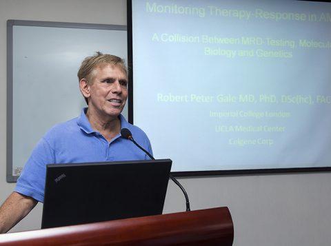 Um dos precursores do tratamento que usa células e anticorpos contra o câncer, médico Robert Peter Gale vem ao Brasil esta semana