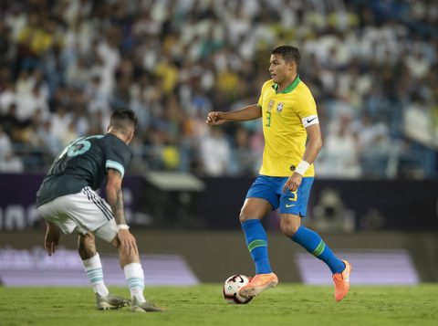 Thiago Silva critica Messi e a proteção da arbitragem ao camisa 10 argentino