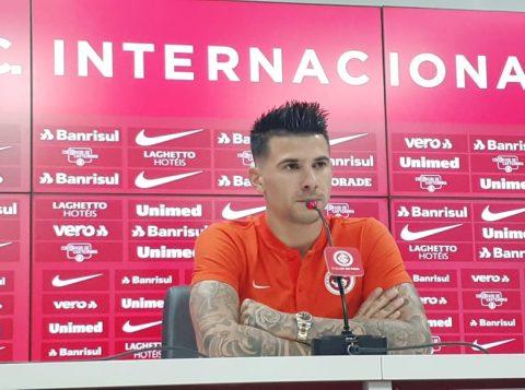 """Cuesta fala sobre perfil de Eduardo Coudet e 'deixa escapar' vinda para o Inter: """"Tomara que a gente possa captar rapidamente a ideia dele"""""""