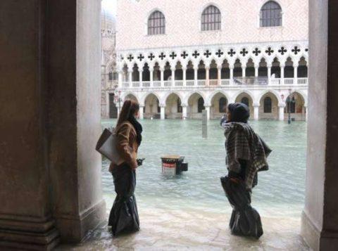 A cidade de Veneza registra a quarta grande inundação em menos de uma semana