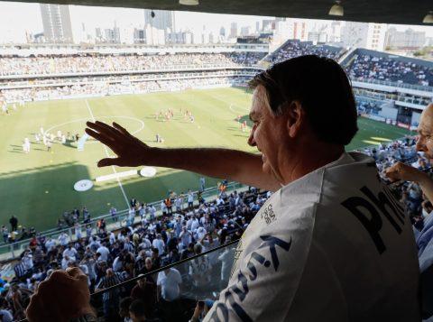 Palmeirense, Bolsonaro dividiu a torcida em jogo clássico entre Santos e São Paulo