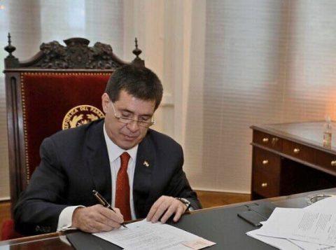 """Com sua prisão decretada no Brasil, o ex-presidente do Paraguai Horacio Cartes disse que """"está tranquilo"""""""