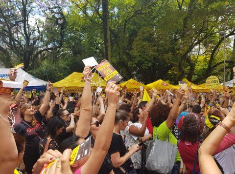 Professores da rede estadual de ensino entram em greve no Rio Grande do Sul
