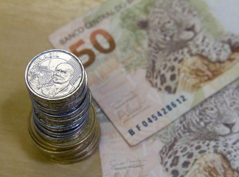 Saque imediato do FGTS: Senado aprova Medida Provisória para trabalhador sacar até 998 reais; texto vai à sanção