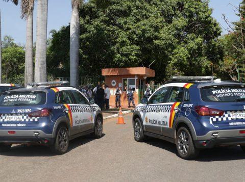 Apoiadores de Guaidó deixam Embaixada da Venezuela, em Brasília, após 12 horas de ocupação