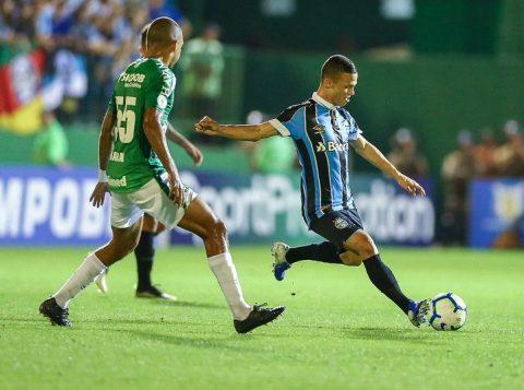 O Grêmio vence a Chapecoense na Arena Condá e se mantém no G-4