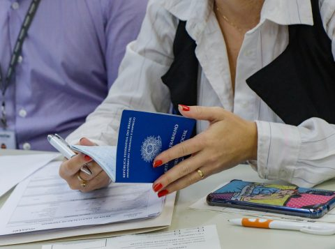 Sine disponibiliza 53 vagas de emprego em Porto Alegre nesta terça