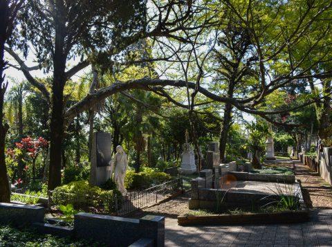 Viva o Centro a Pé visita cemitérios neste sábado