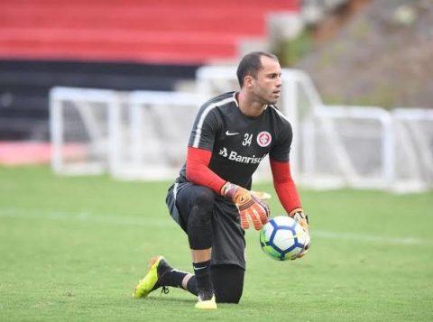 STJD denuncia goleiro do Inter por expulsão no Grenal