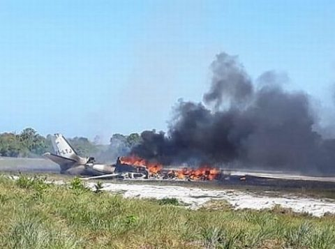 Queda de avião deixa um morto e nove feridos em pista de resort de luxo na Bahia