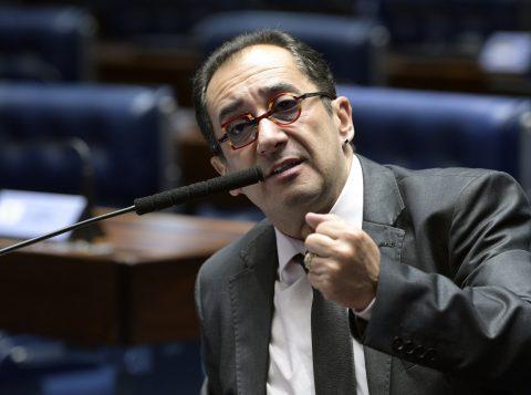 O senador Jorge Kajuru foi internado em hospital no Distrito Federal após sentir-se mal