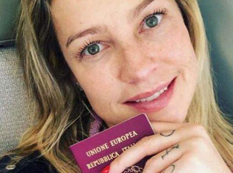 A atriz Luana Piovani desabafa sobre a dificuldade de deixar os filhos em casa enquanto viaja para encontrar o namorado
