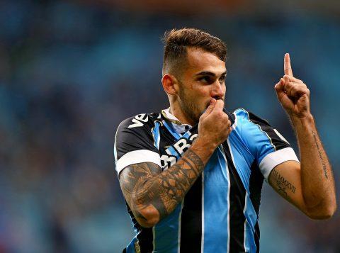 """Felipe Vizeu comemora retorno após quatro meses e acena para renovação: """"Muito feliz aqui"""""""