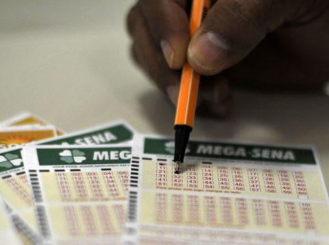 Mega-Sena acumula e pagará mais de 10 milhões de reais no próximo concurso