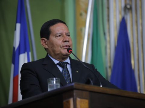 """""""Você deveria ter sido meu vice, e não esse Mourão aí"""", diz Bolsonaro ao príncipe brasileiro Luiz Philippe de Orleans e Bragança"""