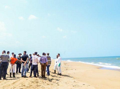 Autoridades já temem que o derramamento de óleo atinja as praias do Rio