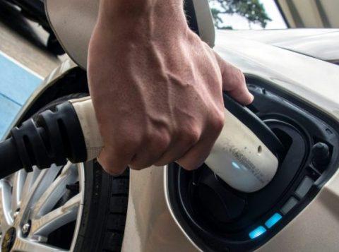 O preço ainda limita a venda de carros elétricos no Brasil