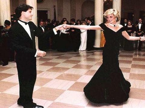 O vestido que Lady Di usou em dança com John Travolta será leiloado