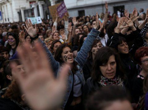 Tribunal da Espanha aumenta a pena de prisão de dois estupradores que filmaram o ataque