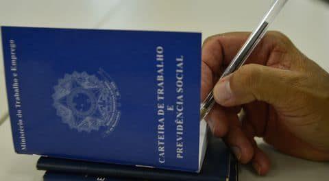 O governo federal acabou com a necessidade de registro para oito categorias profissionais