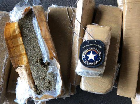 Receita Federal apreende 267 quilos de droga em encomenda postal em Porto Alegre