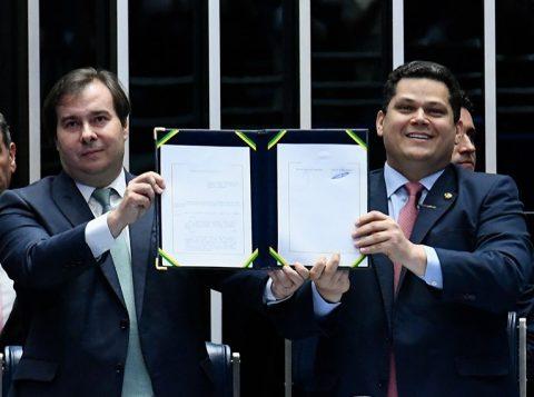 Sem a presença de Bolsonaro e do ministro da Economia, o Congresso Nacional promulgou a reforma da Previdência