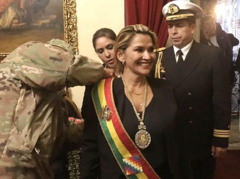 Presidente interina da Bolívia promete eleições o mais rápido possível