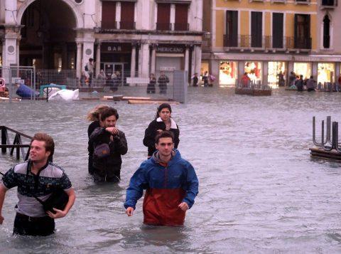 Veneza tem a pior semana em 150 anos após novas inundações devastadoras