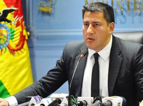 """Ministro da Defesa da Bolívia também renuncia ao cargo e diz que """"militares devem defender o povo"""""""